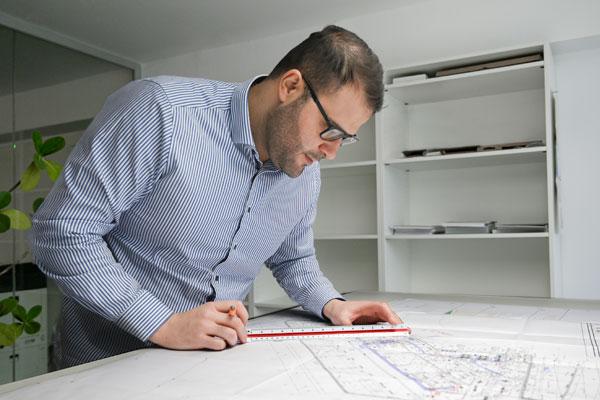 Qualitaet-Zeichnung-Ingenieur